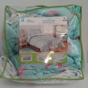 5 Piece Coordinated Bedding set Twin Size